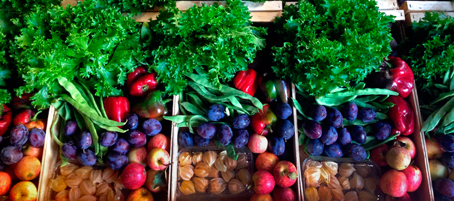 Fruit and vegetables boxes. ©Fruta Feia